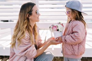 Mother and daughter with sunglasses