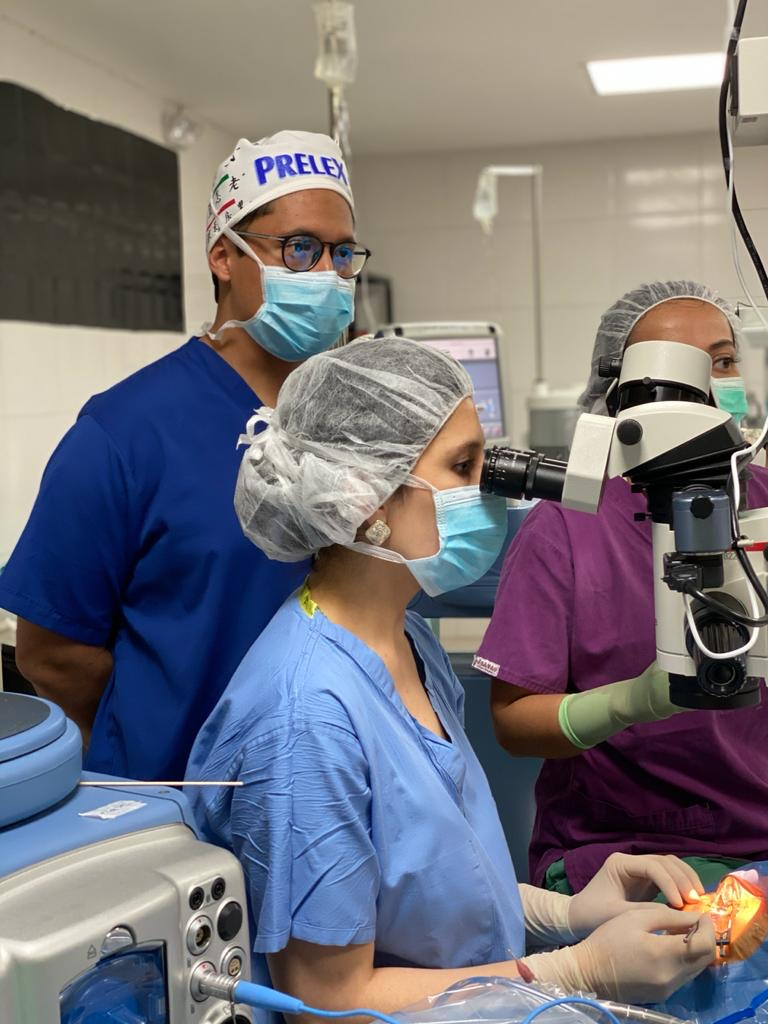 Sarah Maki, MD performing surgery